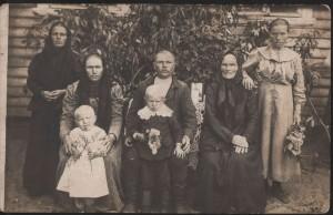 Ma grand-mère jeune à droite avec sa famille
